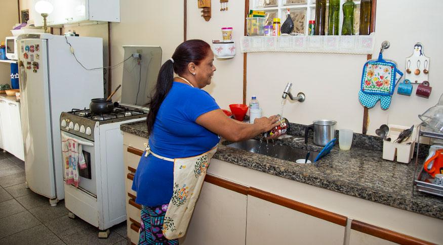 Mulheres dedicam quase o dobro do tempo dos homens em tarefas ...