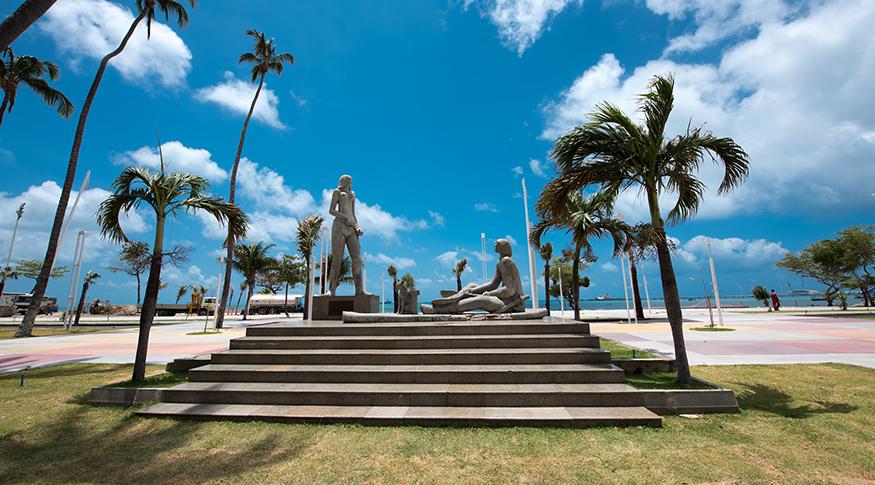 #PraCegoVer A foto mostra a estátua de Iracema, monumento histórico em Fortaleza, Ceará.
