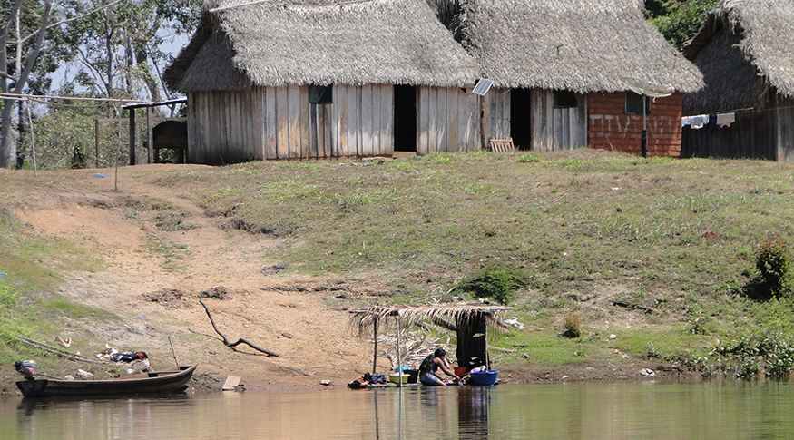 #PraCegoVer A foto mostra as casinhas da comunidade Indígena em São Francisco do Guaporé, em Rondônia
