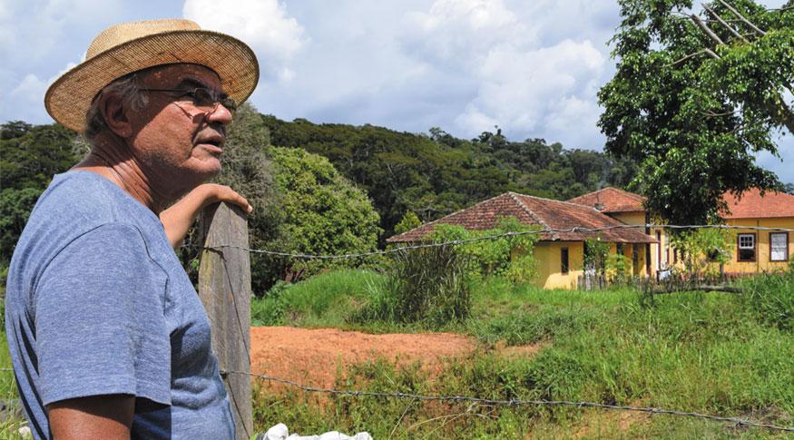 José Itagyba pratica a agricultura orgânica em sua fazenda, em Carmo de Minas (MG)